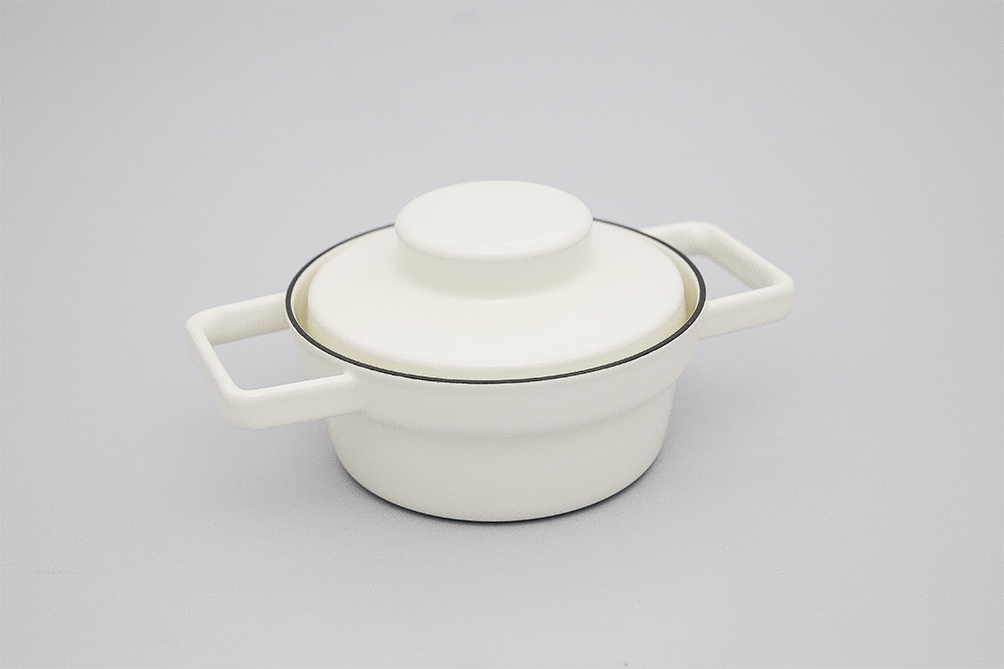 WHITE 0.5L ENAMEL AROMAPOT WITH LID