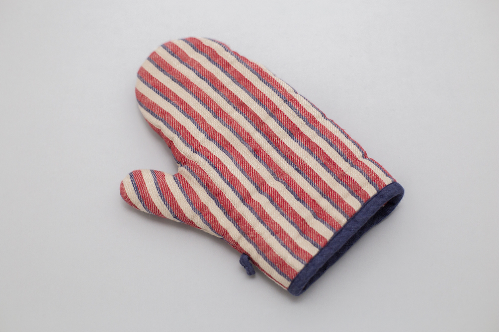 RED STRIPED LINEN OVEN MITT