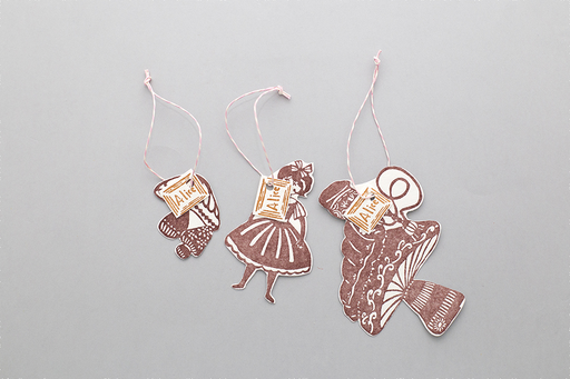 ALICE IN WONDERLAND PAPER TAGS